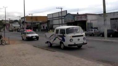 Polícia de Santa Luzia, região metropolitana de Belo Horizonte, utiliza veículo para incentivar denúncia contra criminosos