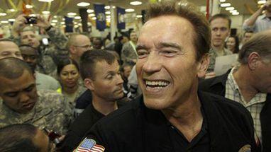 Governador da Califórnia repetiu falas do personagem que interpretou no cinema ao visitar militares americanos em Bagdá
