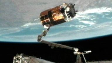 Kounotori levou alimentos, água e equipamentos e deve ficar 2 meses conectada à ISS