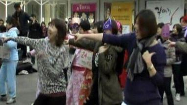Ativistas fazem comemoração por mais amor na Coreia do Sul em 8 de março
