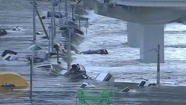 Imagens mostram devastação durante tsunami que atingiu o país asiático