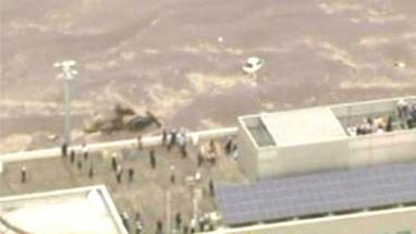 Tsunami atinge zona rural do Japão; aeroporto de Sendai foi devastado