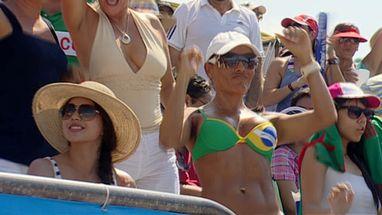 Fã do Brasil roubou a atenção na partida em que Alison e Emanuel conquistaram o ouro