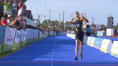 Pamella Oliveira, do Brasil, leva o bronze na prova vencida por Sarah Haskins, dos Estados Unidos