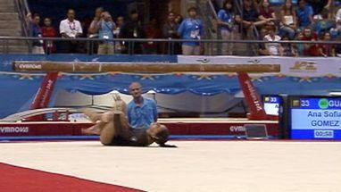 Ana Sofia Gomez leva ouro no salto, mas não repete bom desempenho no solo e tem queda no final da apresentação