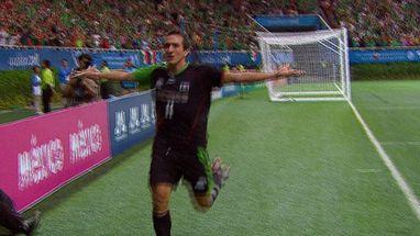 Em decisão disputadíssima, donos da casa vencem argentinos por magro placar e conquistam o ouro no futebol