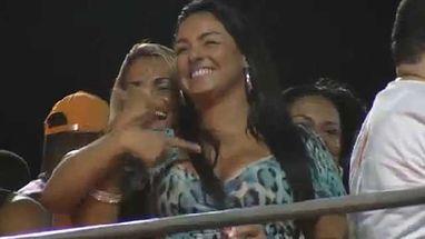 A dançarina se divertiu no trio do Parangolé no último dia de Carnaval