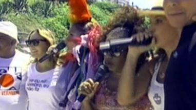 Depois de 6 dias de festa, foliões correram atrás dos trios no tradicional Arrastão de Salvador