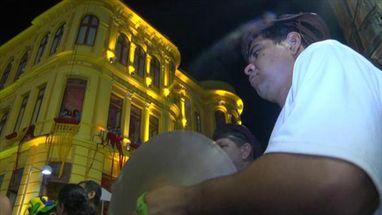 Foliões declaram amor ao carnaval de Pernambuco