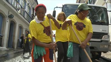 Batalhão da limpeza prepara as ruas de Ouro Preto com muita animação