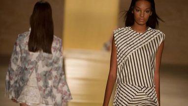 Consultor de moda esclarece que mulheres de quadril largo não devem usar as famosas calças listradas